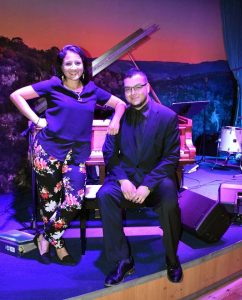 Chris & Jackie Perform at Hyatt Regency San Antonio's Q Bar